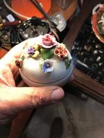 Porcelán bonbonier, tökéletes állapotban, ajándéknak kiváló.
