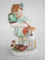 Jelzett kerámia kislány kutyával