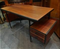 Restaurált retro / loft gyerek íróasztal
