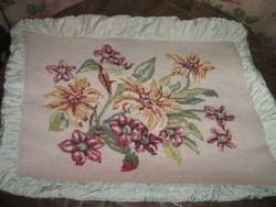 Csodálatos kézzel hímzett virágmintás raffolt  gobelin díszpárna
