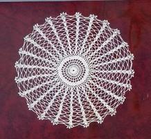 Kör alakú, sugaras horgolt terítő, vitrin terítő,18 cm