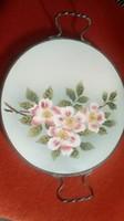 Régi majolika,porcelán edény alátét,füles asztalközép ,fém keretben