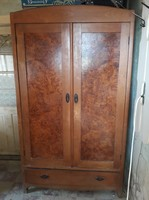 2 db kétajtós alul fiókos tömör fa szekrény