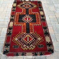 Kézi csomózású Iráni Shiraz szőnyeg.