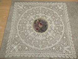 Gobelin betétes szalag horgolt asztalközép