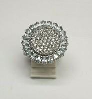 Egyedi ezüst gyűrű rengeteg csillogó topáz
