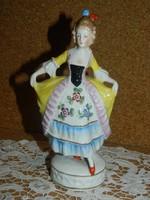 Sitzendorf barokk ruhás nő.