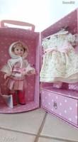 Petitcollin öltöztethető játékbaba, sok ruhával (4 évszak baba)