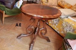 Eladó egy antik sárkánylábas ováliis asztal