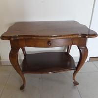 Kisméretű neobarokk fiókos asztal
