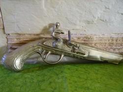 Falra akasztható sárgaréz pisztoly