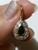 Csepp alakú fülbevaló fekete zafírral