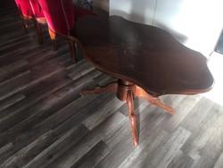 Barokk stílusú kisasztal