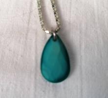 Bizsu nyaklánc kék csepp alakú medállal
