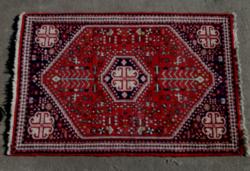 Kézi csomózású Iráni gyapjú szőnyeg.