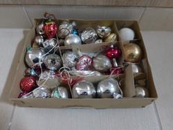 Karácsonyi Fenyődíszek