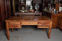 Gyönyörű olajfa íróasztal