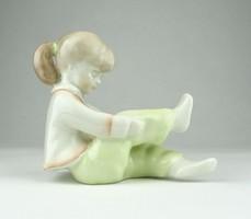 0Y911 Jelzett Aquincumi porcelán kislány figura