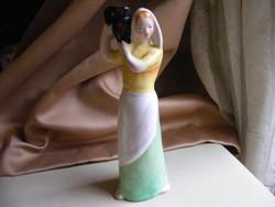 Bodrogkeresztúri vízhordó lány