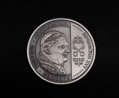 XVI. Benedek Pápa ezüstözött érem, 40 mm, 33,3 g.