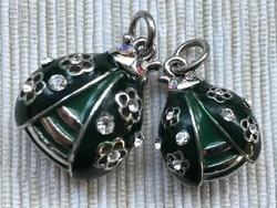 Katicabogár medálok zöld zománc és csillogó kristály díszítéssel, párban