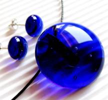 KÉZMŰVES ÚJ Tintakék üvegékszer garnitúra- nyaklánc + fülbevaló
