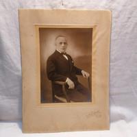 Műtermi fotó, férfi portré (NesselRoth Baja ) 37x27 cm