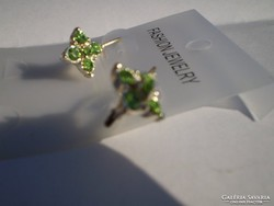 Zöld 4 szirmu virágos kristályos fülbevaló