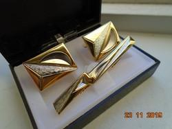 Aranyozott mandzsetta gomb és nyakkendő tű dobozában