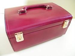 Burgundivörös bőr bevonatos tükrös, kulccsal zárható ékszertartó doboz, bőrönd