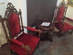 2 db. antik faragott karfás fotel kisasztallal