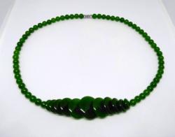 Zöld jáde, 6 mm-s kerek és 9-20 mm-s lapos gyöngyökből készült nyaklánc