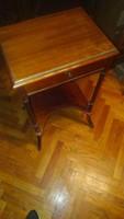 Szivarozós asztalka