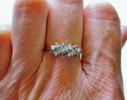 Gyönyörű smaragd és 0.33ct gyémánt arany gyűrű
