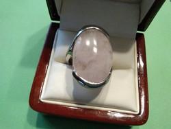 Nagyméretű ródiumozott rózsakvarc gyűrű