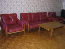 Bőr ülőgarnitúra tölgyfa asztallal