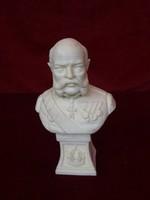 Ferenc József alabástrom mellszobra, 14 cm magas.