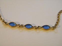 Kék kövekkel díszített aranyozott (10k) karlánc, karkötő