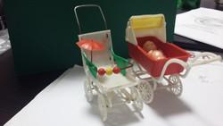 Régi retro babakocsik babával