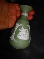 Wedgwood jelzett dombormintás  váza