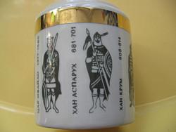 Ősi bolgár uralkodókat ábrázoló cigaretta kínáló pohár