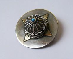 Kupolás ezüst bross arannyal és türkizzel, 16,3 gramm