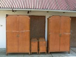 Antik szekrény pár és fésülködő asztal