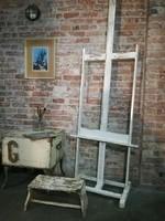 Régi fehér kopottas fa festőállvány loft, vintage, dekor