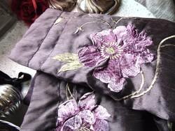VÉGKIÁRUSÍTÁS !!!! 2 db hímzett virágos lila párnahuzat