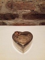 Ezüstözött szív alakú dobozka