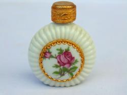 Parfümös üvegcse