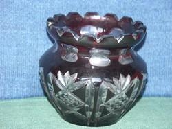 Metszett, rubinvörös, forgócsillagos mintázatú ólomkristály virágváza
