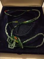 Zöldes árnyalatú antik üveg nyaklánc, hosszú női ékszer
