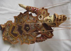 Keleti aranyozott marionett báb